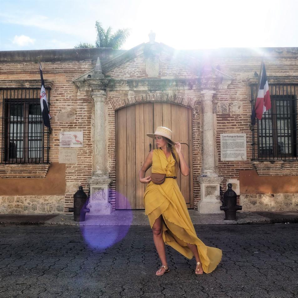 Female solo travel - safe, smart & fun travel tips
