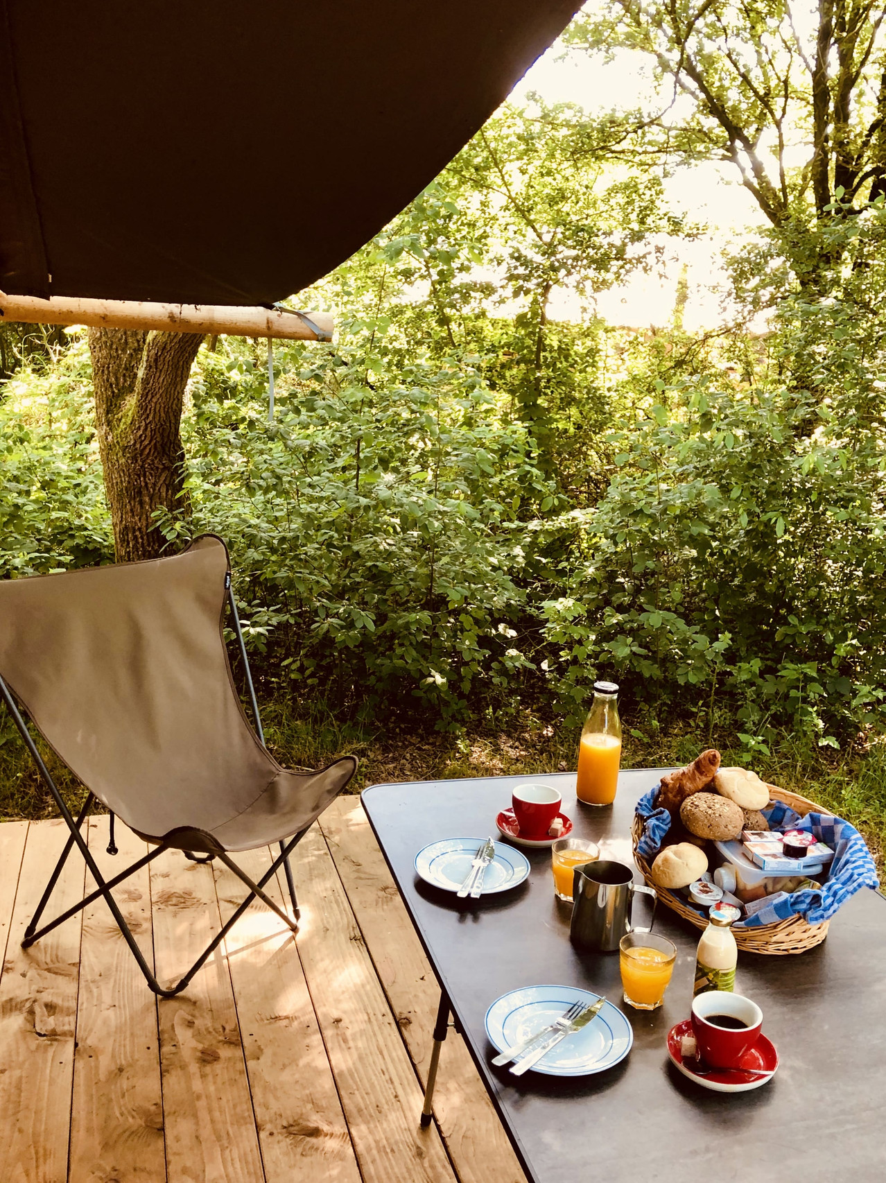 Huttopia Camping de Roos Trappeur breakfast - the Netherlands