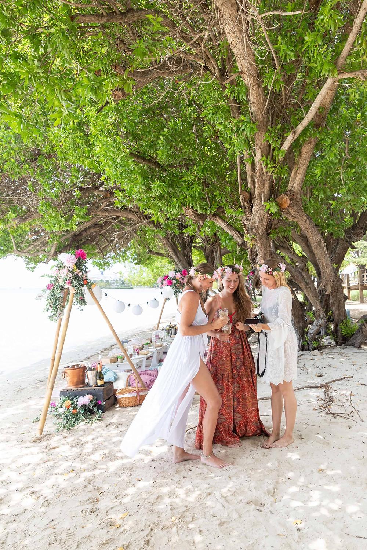 Private beach picnic by Picnic Aruba