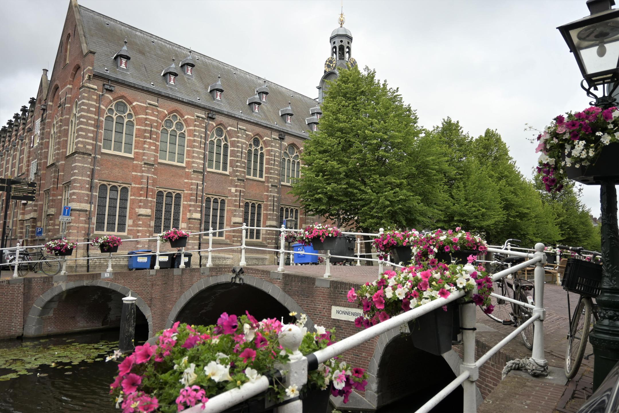 Leiden Netherlands canals citytrip