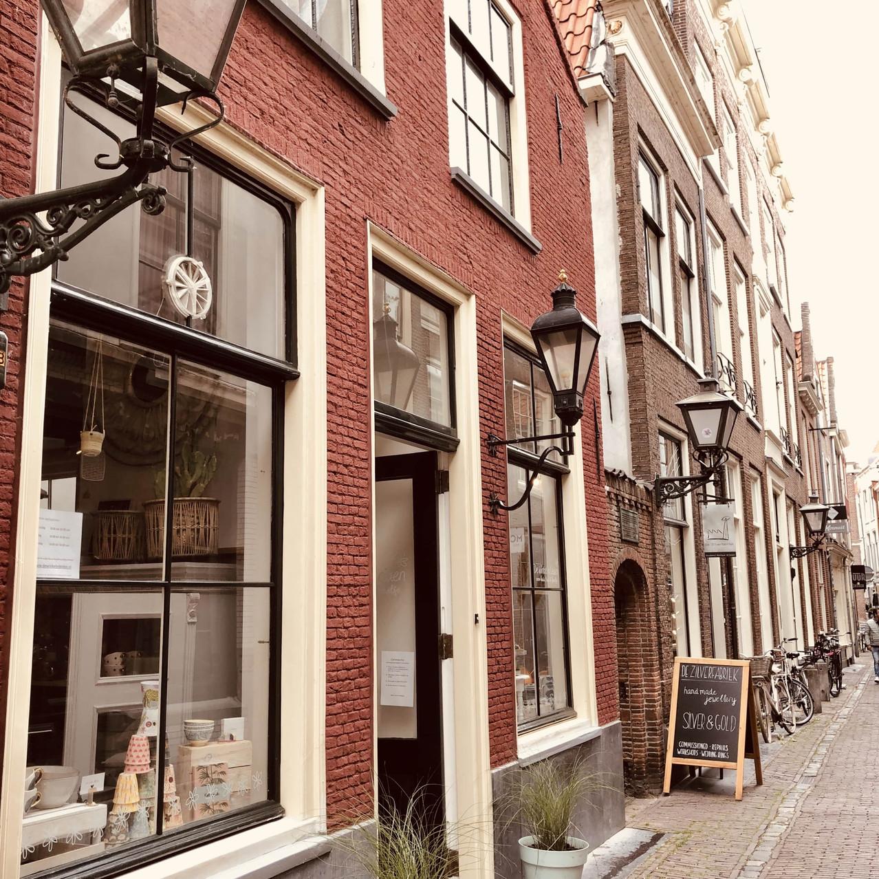 De Winkel in Leiden alley Netherlands