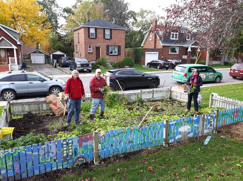 garden clean up- Rideau PS.jpg