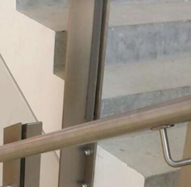 Stainless-Steel-Handrails-5.jpg