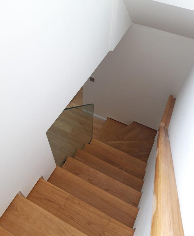 BALUSTRADE UK FRAMELESS2.jpg