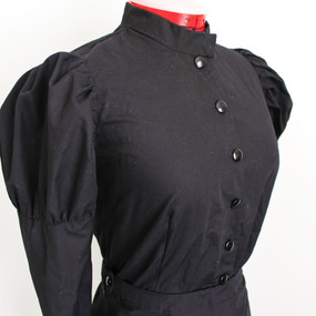 Costume with mutton sleeves