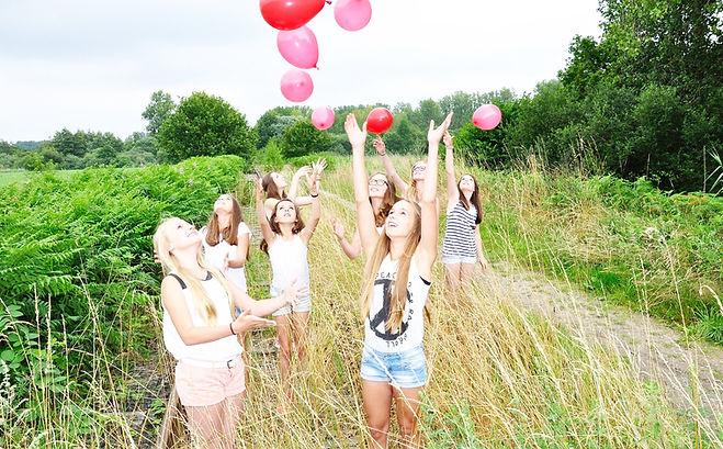 groupes de jeunes filles pour apprendre à connaître son corps