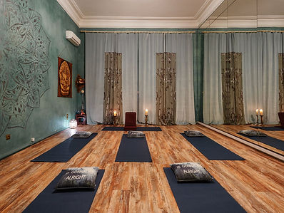 Кундалини Йога. Зал для йоги и других практик.