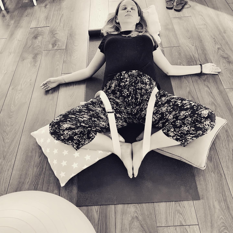 preganant  yoga1