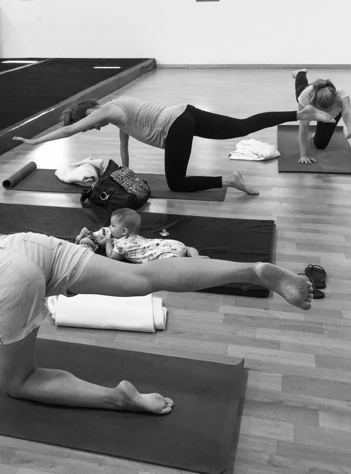 yoga_with_babies1