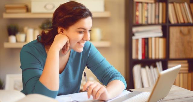 iStock-509114480-170626-online-student