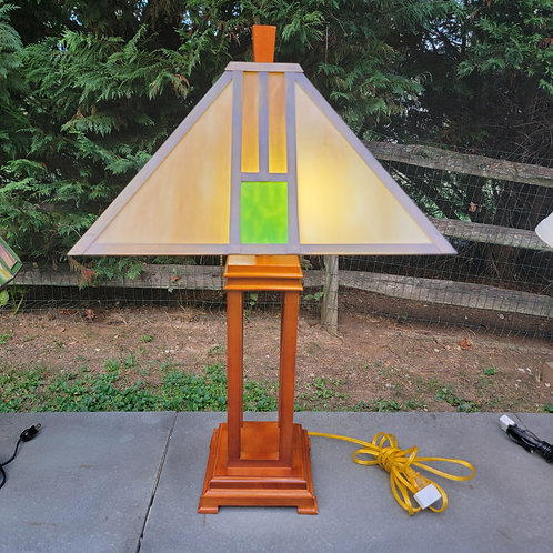 Decorator Slag Glass Stained Glass Style Lamp