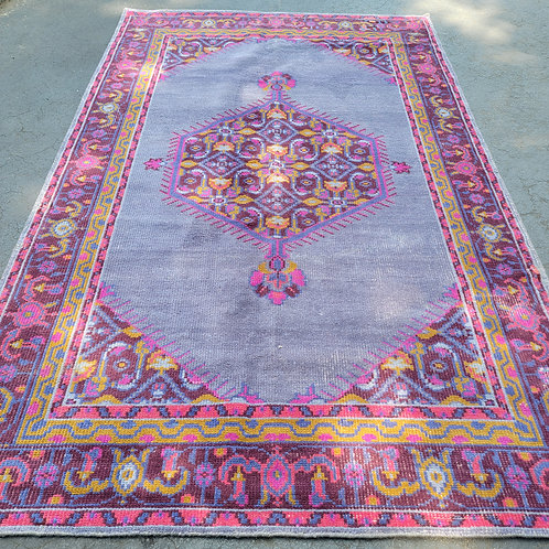 """Beautiful Hand Knotted Room Size Carpet / Rug Aprox. 5' 7"""" x 8' 9"""""""