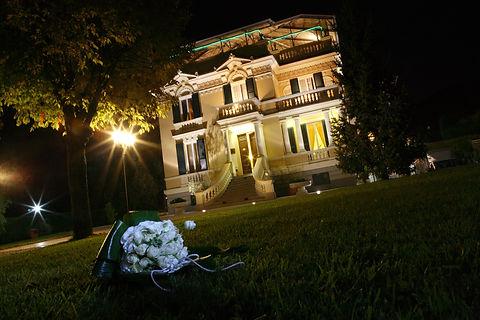 villa esterno notte alta risoluz.JPG