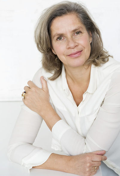 Eva de Jong, teacher of the Jin Shin Jyutsu Self-help, coach and practitioner of the Japanese healing method and Art
