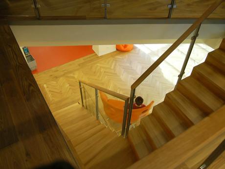 kinderbibliothek-treppe.JPG