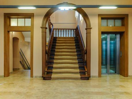 rathaus-treppe.jpg