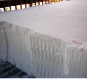 Kathy's deck snow_small1.jpg