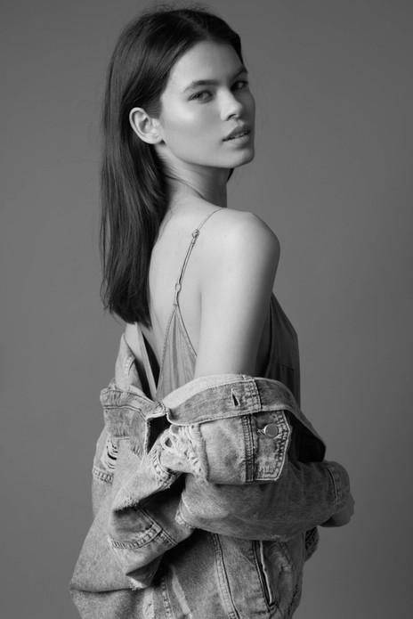 PHOTOGRAPHER Bartek Szmigulski  HAIR AND MAKEUP Charlotte Fitzjohn  MODEL Chloe / Hive Models  April, 2018.