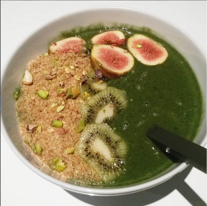 Greens smoothie bowl