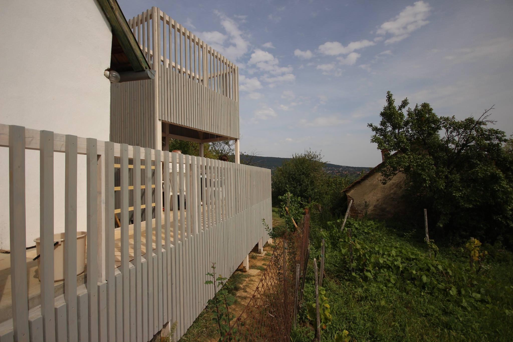 Kilátó - terasz - sárkonyha