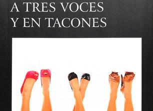 A TRES VOCES Y EN TACONES