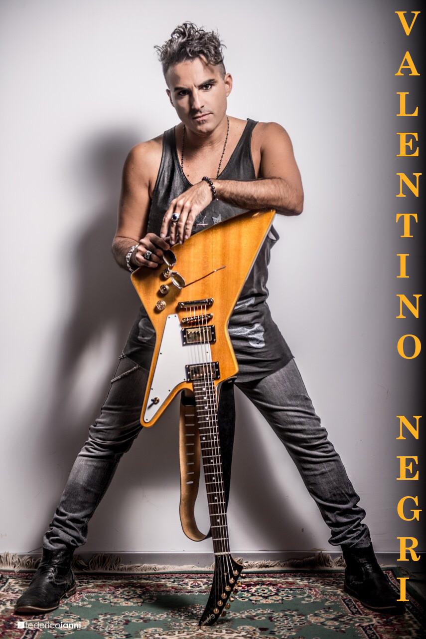 Valentino Negri, un artista nel dna, cantautore e amante della bella musica in ogni suo genere | Angela Pensabene