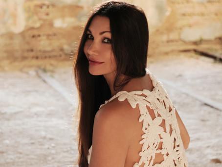 La cantante Luisa Corna: la musica è l'essenziale della sua vita | INTERVISTA E FOTO