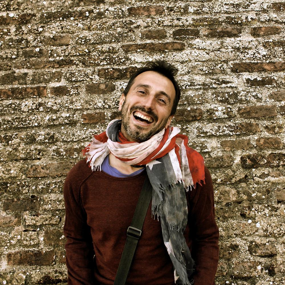 Daniele Fortunato: un papà, cantautore, insegnante e studente che non  smette mai di imparare | BySaraMorandi