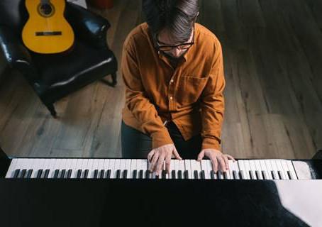 """Oggi esce in digitale e in radio """"Libertà"""", primo singolo del cantautore siciliano Peppe Lana"""