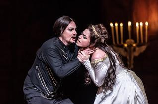 0414 Gyula Nagy as Hamlet, Jacquelyn Stu
