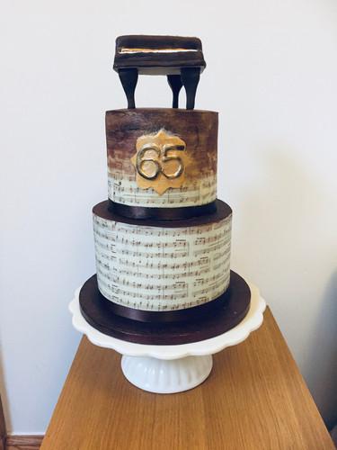 A chocolate piano cake