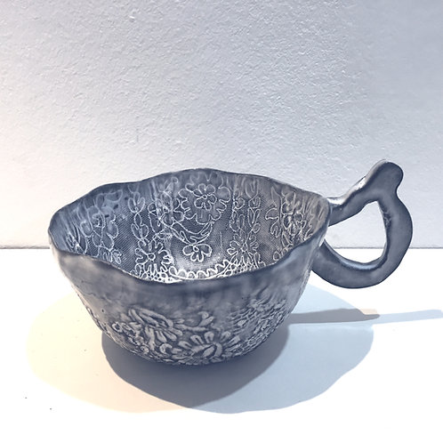 Gray lace print mug
