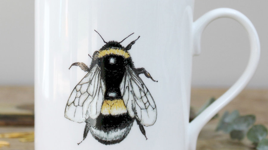 Bee mug in a gift box
