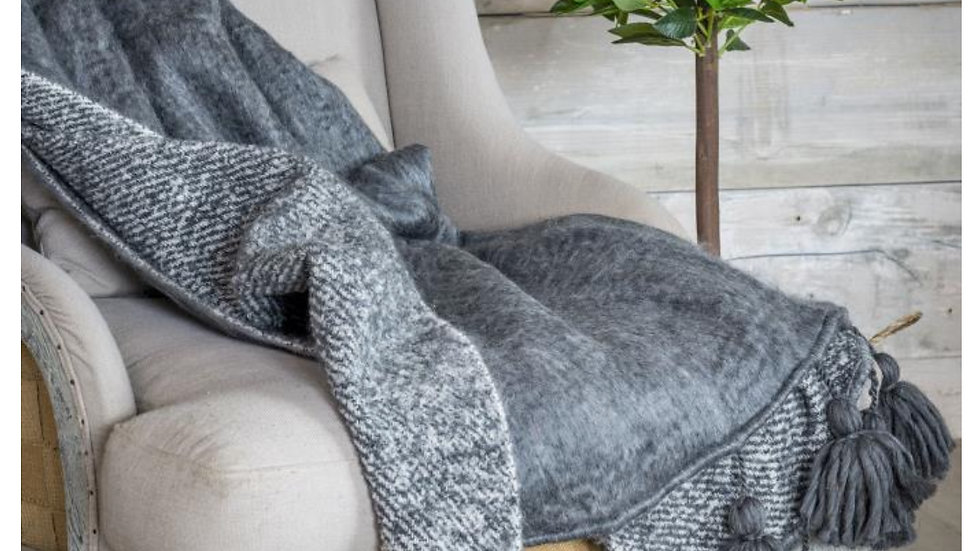Gorgeous Chunky Grey Tassle Throw