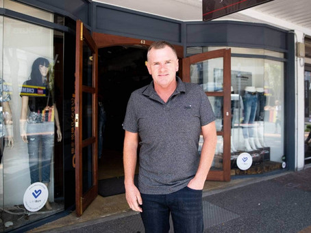 Hamilton gets into buying jeans and coffee at level 3