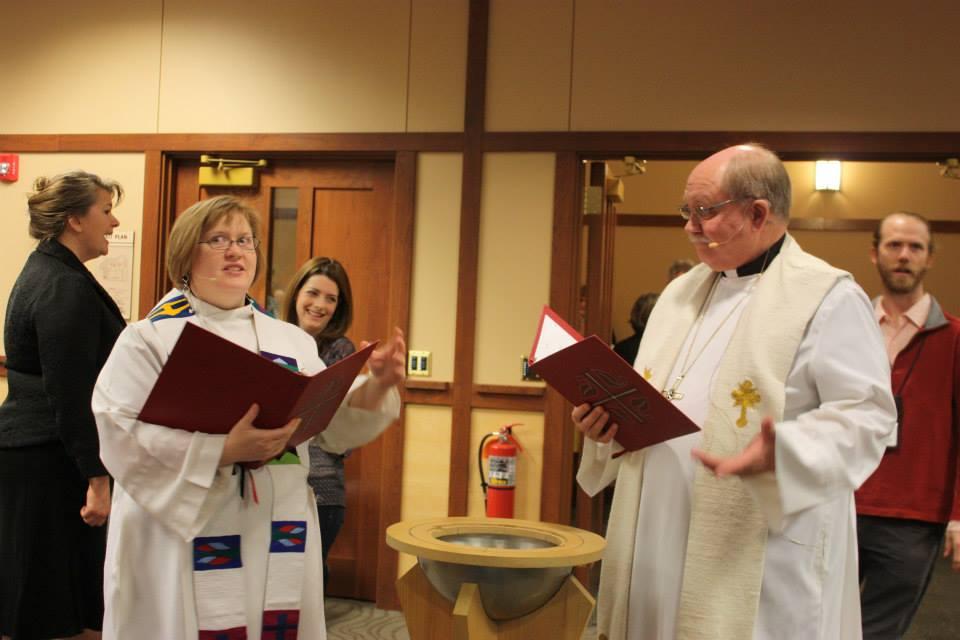 Lunda-Ctr-Bishop-Pr-Libby-in-worship