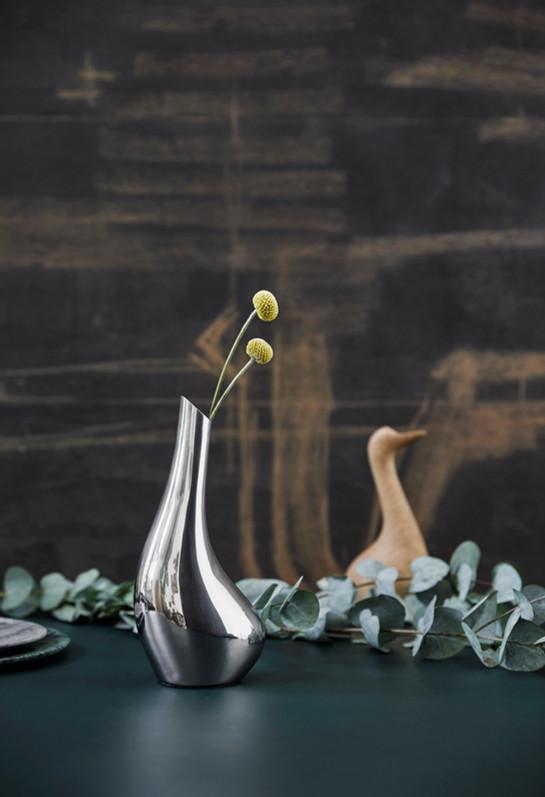 Swan Solitaire Vase IMAGE2.jpg