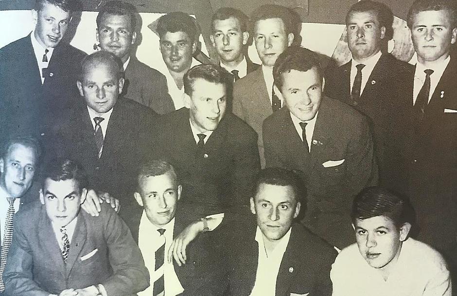 Spielführer Erwin Puchtler; hintere Reihe: Josef Kraus, Josef Haberkern, Günther Kohler, Karl Fink, Walter Weindler, Günter Graf, Hermann Stark. VfB Archiv