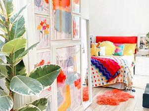 Una casa llena de plantas y color