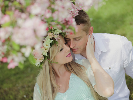 Ruth and David - outdoor maternity photo shoot.