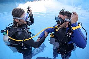 Addestramento subacqueo in piscina