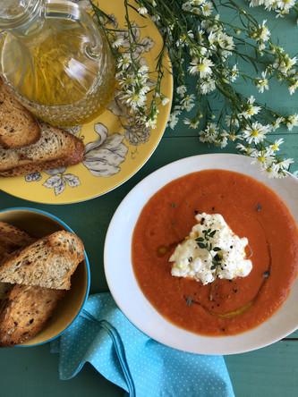Sopa de Tomate com Queijo Cottage