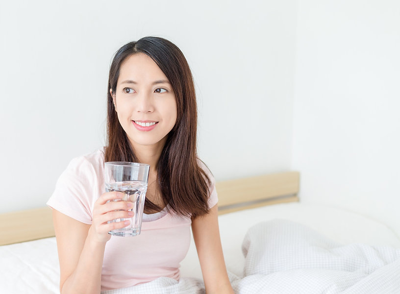 woman-drinking-a-glass-of-water-BBNWAFW_
