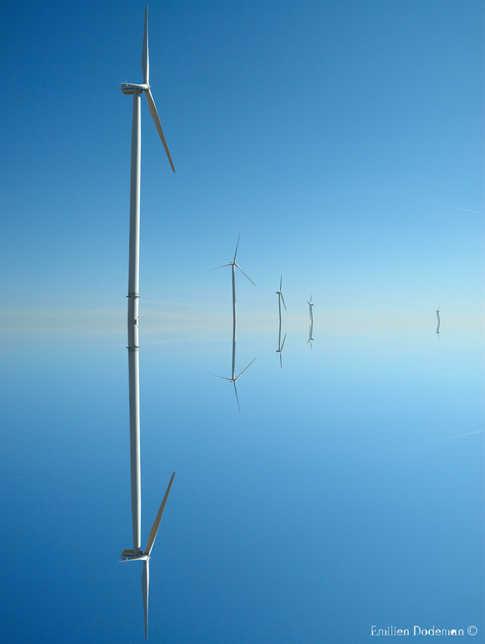 Monde miroir d'architectures flottantes. by Emilien Dodeman.