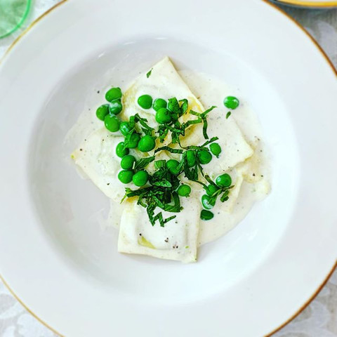 raviolli with english peas and ricotta