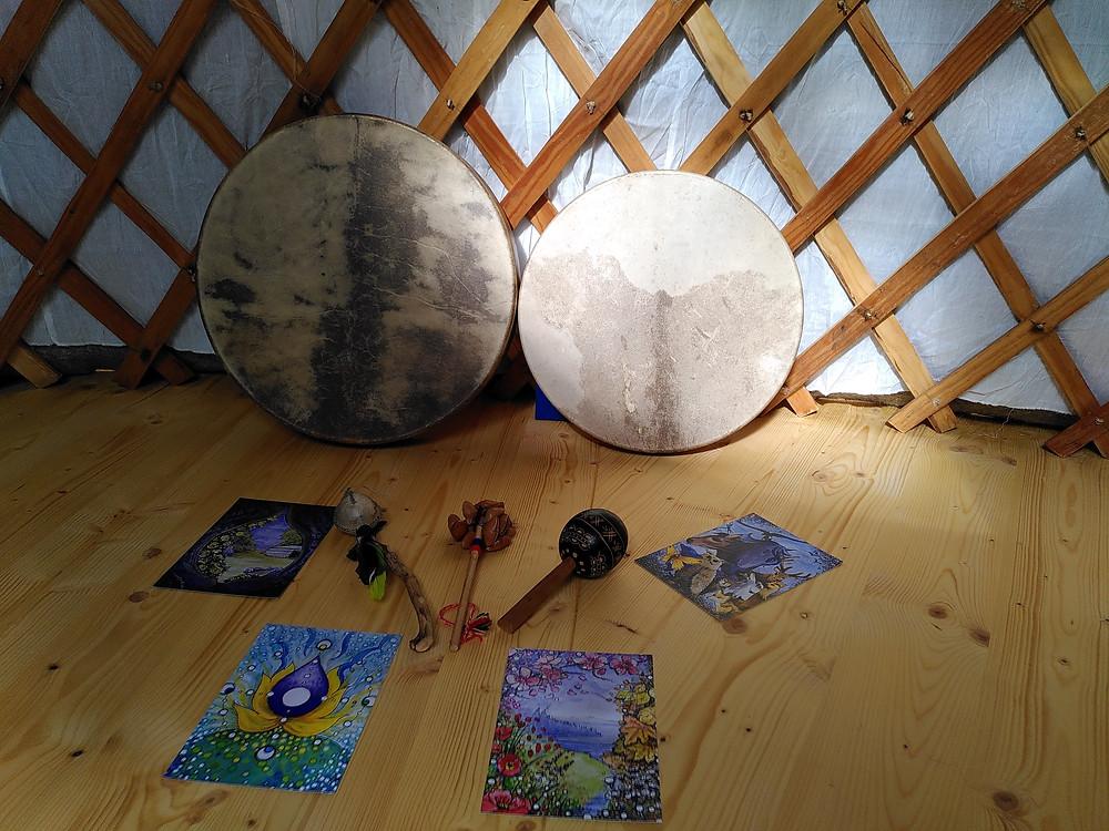 Palnète Indigo, tambours et yourte pour les cercles de pleine lune