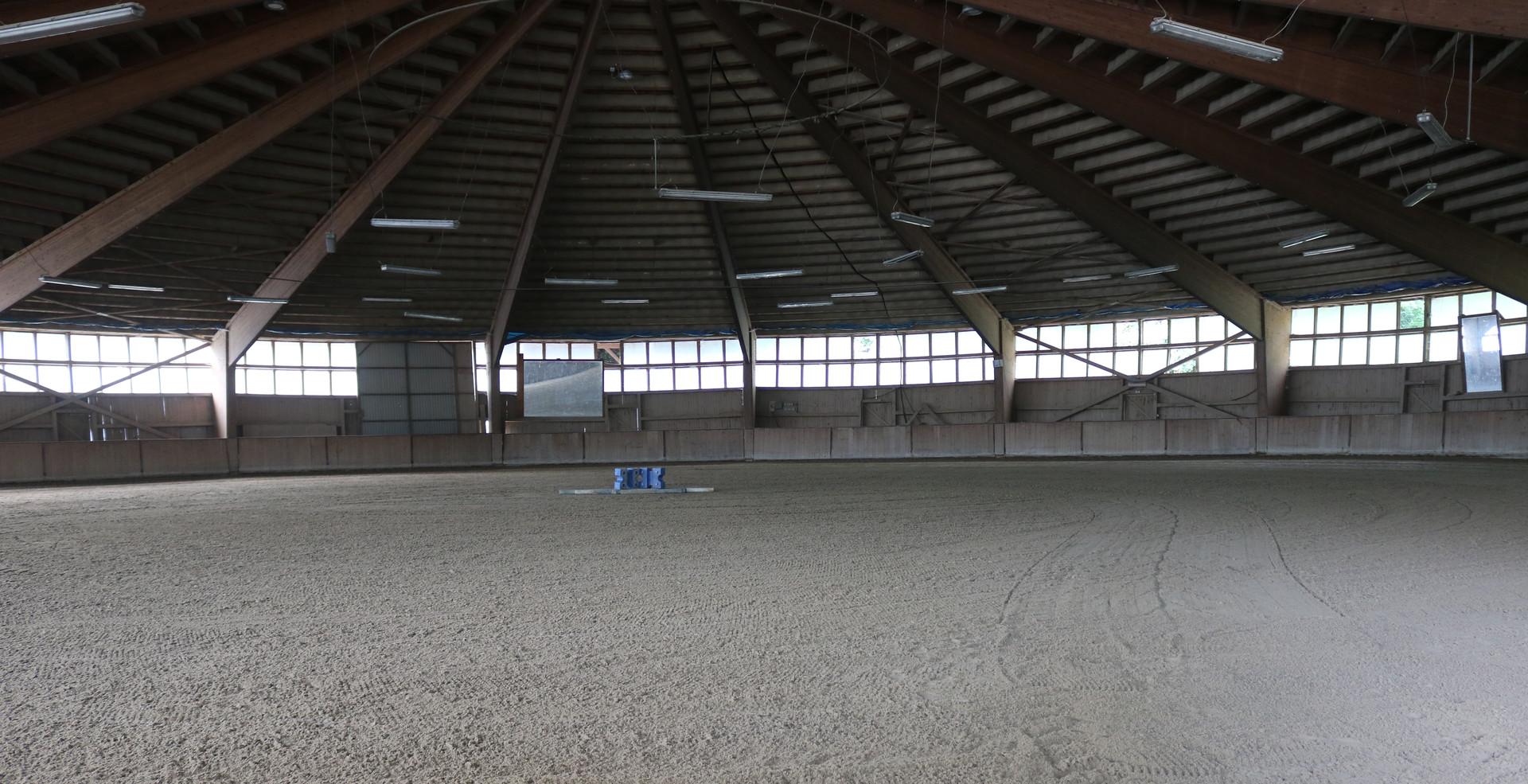runde Reithalle 1.200 m²