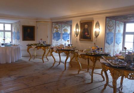 ...wo der Caterer Ihrer Wahl mit einem köstlichen Buffet bereitsteht.
