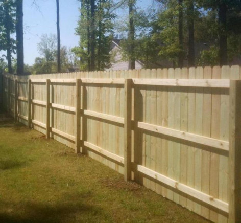 Wood-Privacy-Fence-Pictures-1.jpg