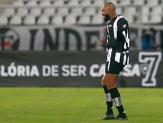 """Faz o L porque """"Lá vem o Chay""""! Fogão vence clássico contra o Vasco e se recupera na tabela"""